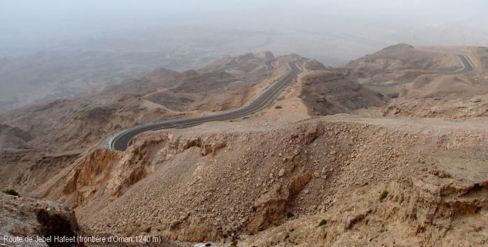 Montagne Jebel Hafeet (frontière d'Oman)